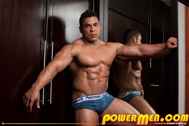 Muscle Man Pablo Blades solo Jerk off 001 Download Full Stud Gay Porn Movies Here1 - Powermen keep us hard Pablo Blades