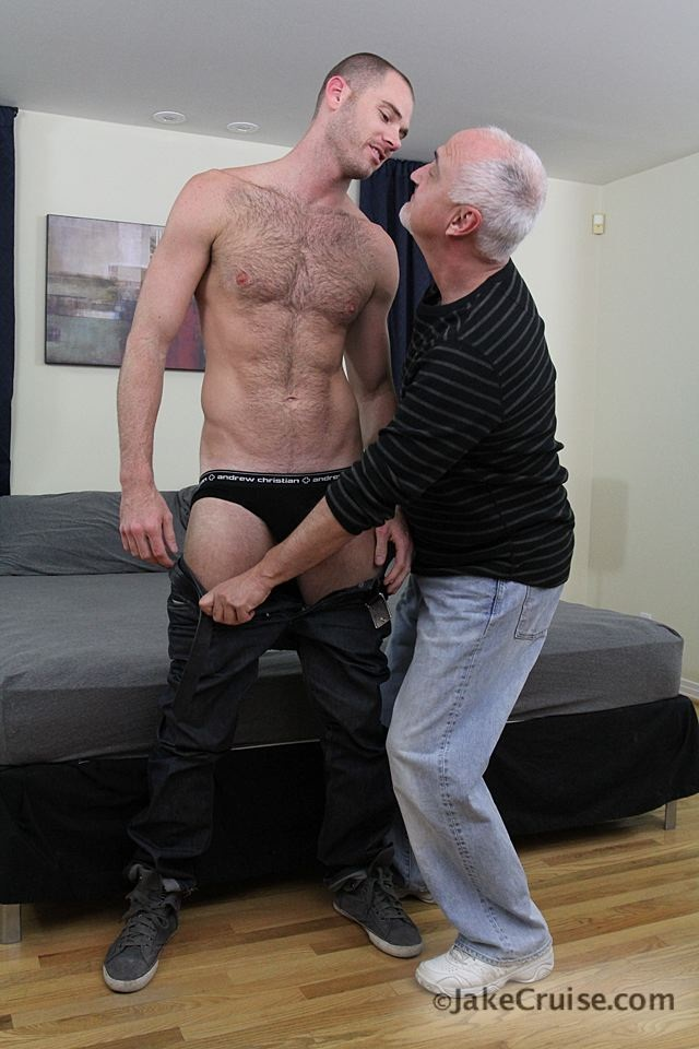 Cole Streets 001 Ripped Muscle Bodybuilder Strips Naked and Strokes His Big Hard Cock for at Jake Cruise photo1 - Jake Cruise: Cole Streets gets serviced!