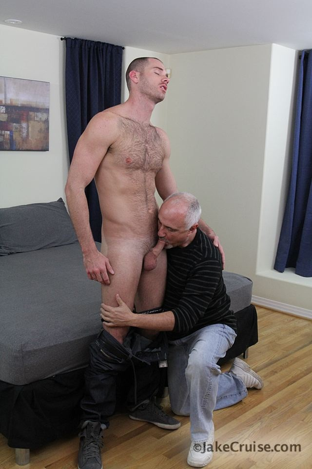 Cole Streets 002 Ripped Muscle Bodybuilder Strips Naked and Strokes His Big Hard Cock for at Jake Cruise photo1 - Jake Cruise: Cole Streets gets serviced!
