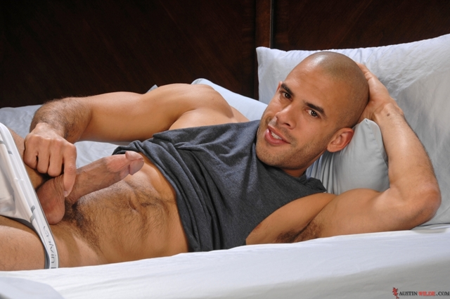 Austin Wilde start his day right jerking off his enormous thick cock 02 Ripped Muscle Bodybuilder Strips Naked and Strokes His Big Hard Cock torrent photo1 - Austin Wilde start his day right jerking off his enormous thick cock