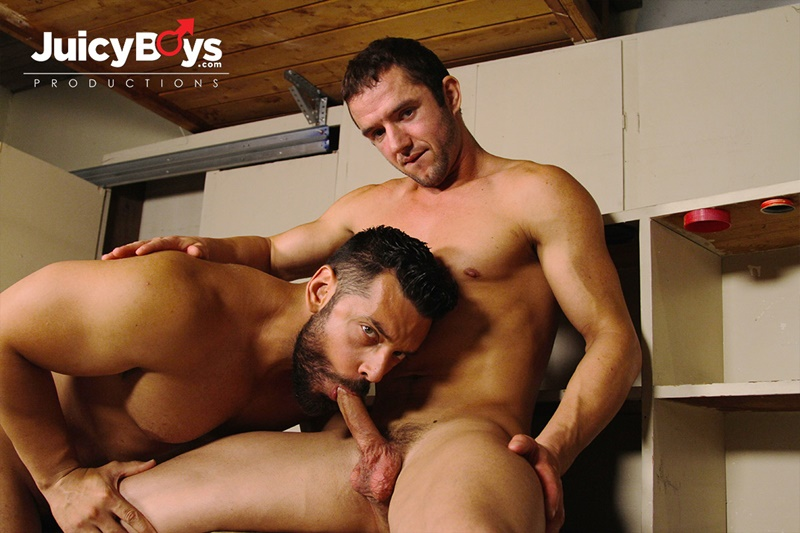 JuicyBoys naked muscle boys Logan Cruise Marcus Ruhl bareback hot built young men rent college guy suck big erect long cock cum load ass 01 gay porn star tube sex video torrent photo - Marcus Ruhl drops down and wraps his lips around Logan Cruise's hard cock
