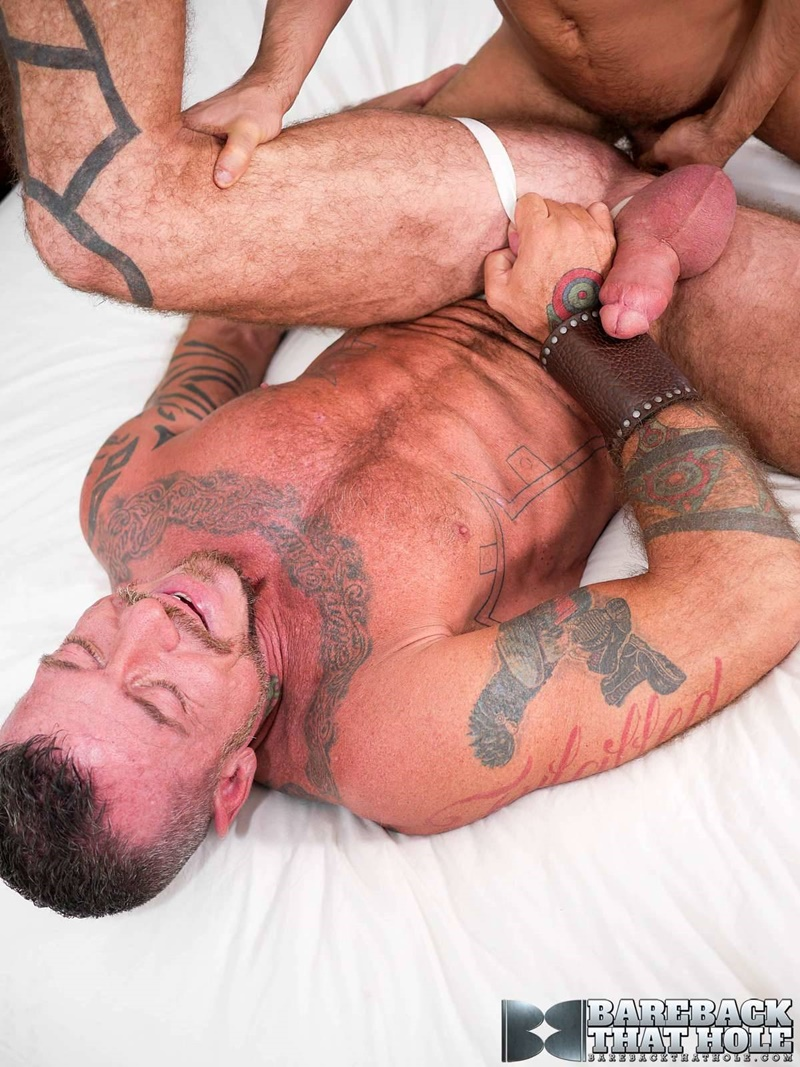barebackthathole-naked-older-male-bareback-fucking-tommy-deluca-huge-bare-fucker-tattooed-hunk-ray-dalton-raw-hole-014-gay-porn-sex-gallery-pics-video-photo