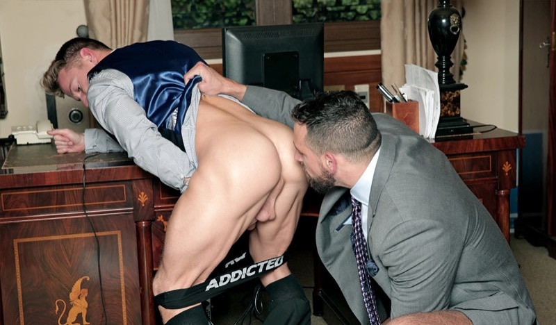 MenatPlay Men at Play Beg Steal Darius Ferdynand tight bubble butt fucked Enzo Rimenzez huge cock anal assplay rimming 001 gay porn sex gallery pics video photo - Enzo Rimenzez fucks Darius Ferdynand in Men at Play's Beg & Steal