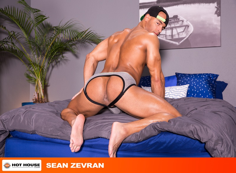 Hothouse smooth big muscle naked dude Sean Zevran sucks Austin Wolf big dick gags deepthroat bubble butt ass fucking anal rimming 002 gay porn sex gallery pics video photo - Sean Zevran sucks on Austin Wolf's big dick and gags as Austin rams it down his throat