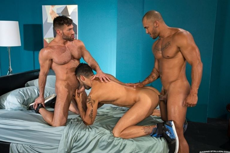 Mick Stallone double fucked big muscle dudes Bruce Beckham Jason Vario huge cocks Raging Stallion 001 gay porn pics 768x512 - Bruce Beckham, Jason Vario, Mick Stallone